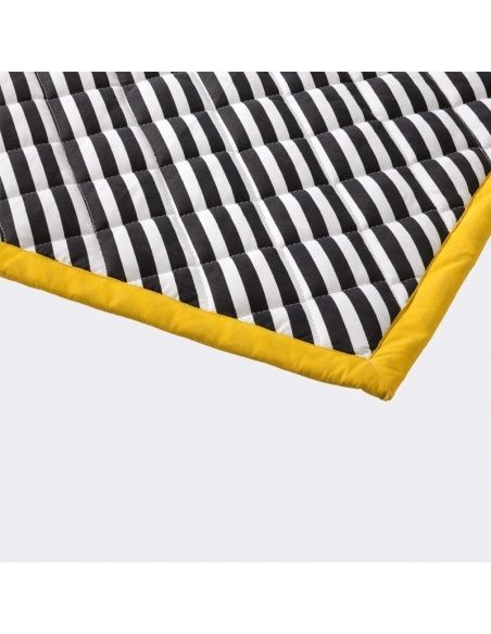 Koc Striped Quilted czarny - Ferm LIVING